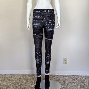 BOGO🎉 The North Face black camo leggings